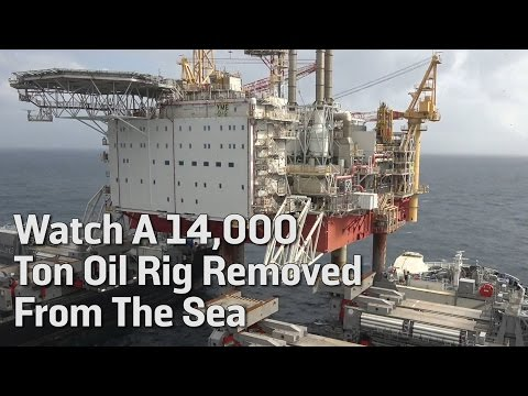 Watch A 14,000 Ton Oil Rig Removed From The Sea