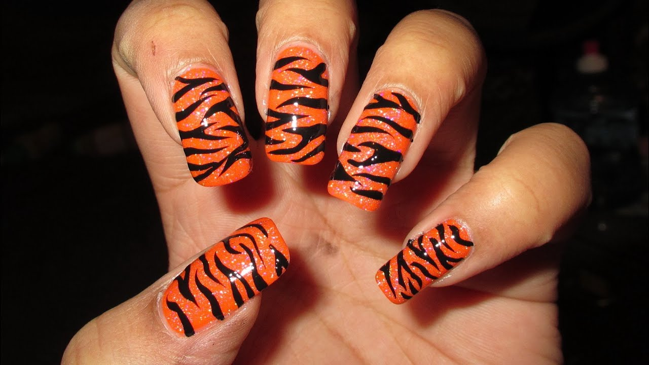 freehand tiger stripes nail art