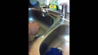 plombier paris - comment déboucher un évier(Votre plombier paris vous apporte son savoir-faire en toute urgence au: 06.95.42.14.40 http://www.plombierparis-france.fr Pour vos dépannage plomberie , vos ..., 2014-11-10T15:21:14.000Z)