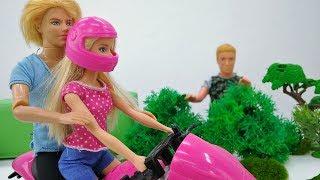 Барби учится кататься на мотоцикле. Игры Барби