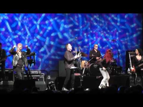 Superb Concert by the B-52's at Del Mar 7-19-13