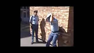 policier algerien danse.wmv