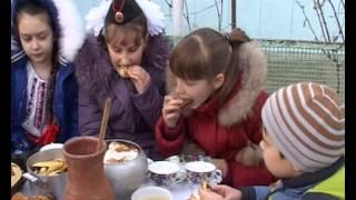 В Первой Синюхе пекут блины в русской печи.
