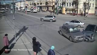 Две легковушки столкнулись на Кирова в Калуге thumbnail