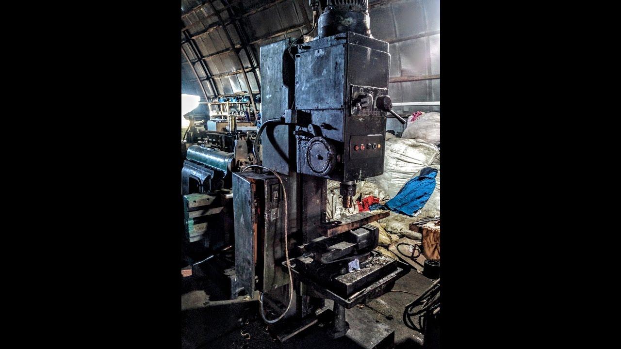 Сверлильные станки — группа металлорежущих станков, предназначенных для получения сквозных и глухих отверстий в сплошном материале, для.