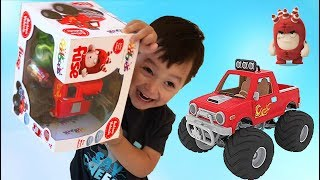 Father and son unbox Oddbods ice cream and monster truck