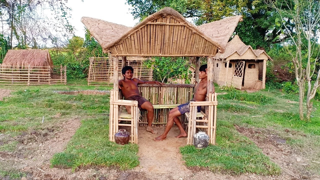 Build Holiday Hut Using Bamboo and Mud