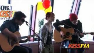 Gambar cover Brick by boring brick-Paramore live acoustic(106.1KissFM)