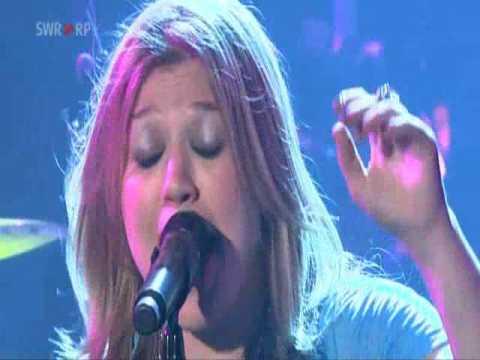 Kelly Clarkson- Whyyawannabringmedown LIVE @ Baden, Germany