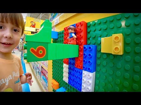 LEGO NA LOJA DE BRINQUEDOS TOYS R US!! Marcos e Laura Brincando - Familia Brancoala