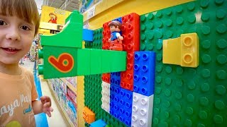 Lego Na Loja De Brinquedos Toys R Us!! Marcos E Laura Brincando - Familia Branco