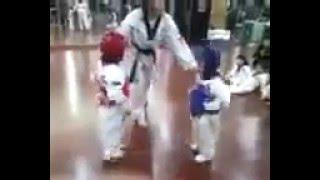 iihhh lucu banget deh anak kecil lagi latihan karate