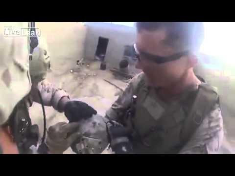 (衝撃映像)米軍の兵隊がタリバンのスナイパーに頭部を狙撃されるも無傷