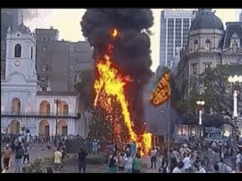 Argentina Riots: Protesters burn the Christmas tree