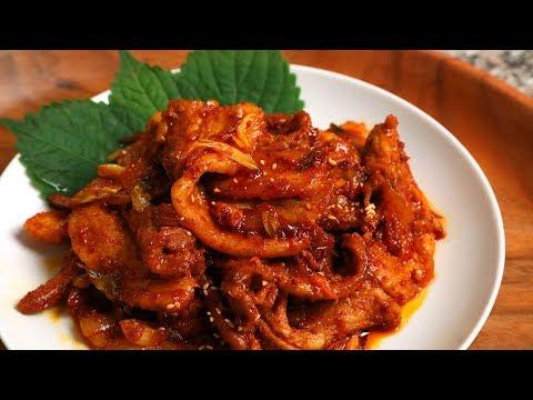 Spicy Korean Stir-Fried Pork (Dwaejigogi-bokkeum: 돼지고기볶음)