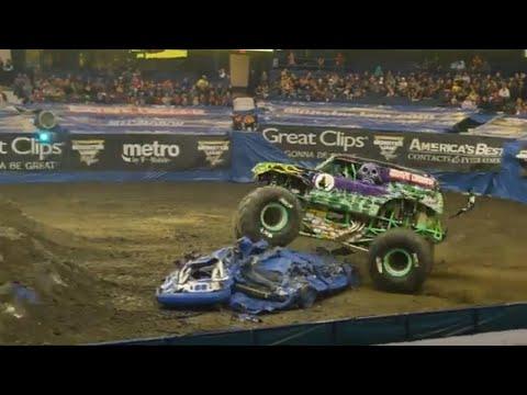 Grave Digger Freestyle Win - Rosemont   Monster Jam 2018
