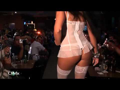 Prostitución de la muchacha del negro funk 7