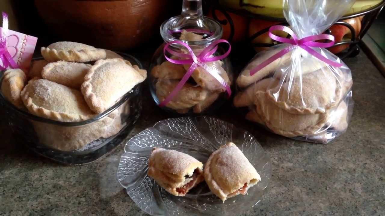 Empanadas finas rellenas de mermelada de fresa y cajeta