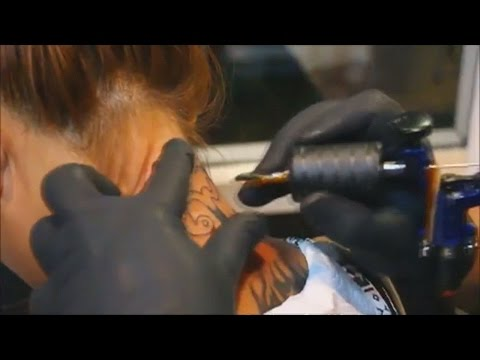Young Thais get tattoos to honour their late king