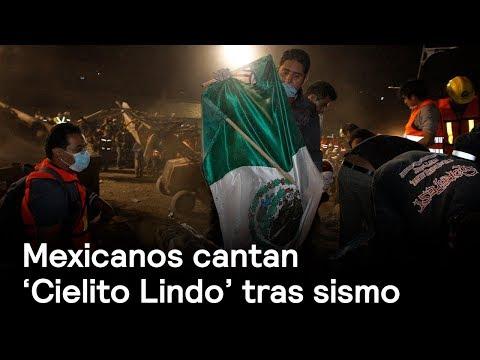 Mexicanos cantan 'Cielito Lindo' tras catástrofe del sismo