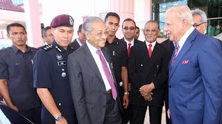 Khalil, Dr M attend Raya feast with Melaka civil servants