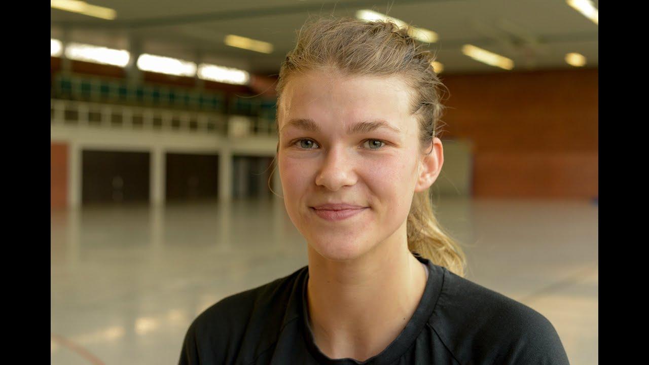 """Auu >> """"Früh entschieden, dass ich bleiben will"""": Tess Wester unterschreibt Vertrag bis 2015 - YouTube"""