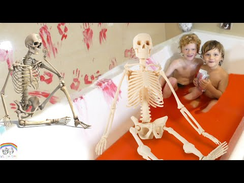 Kid splay video..Bath challenge - skeleton...