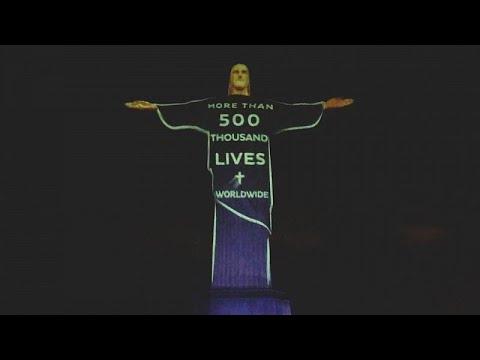 شاهد: إضاءة تمثال المسيح الفادي في ريو دي جانيرو تكريما لضحايا كوفيد-19…