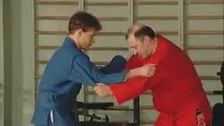 Уроки самбо Гончаров 15   Бросок через голову с упором стопы в живот