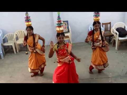 TAMIL DANCE IN KARAKATTAM in college 2017