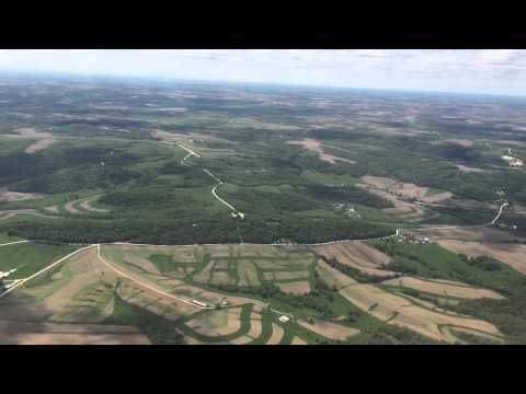 Dubuque Iowa - American Airlines Regional Jet Descent and Crosswind Landing