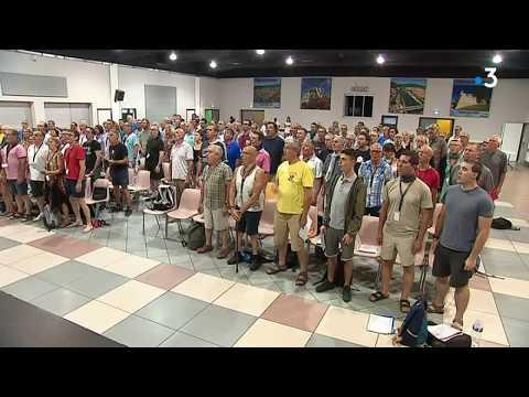 A Alès, les Fous chantants rendent hommage à Johnny Hallyday