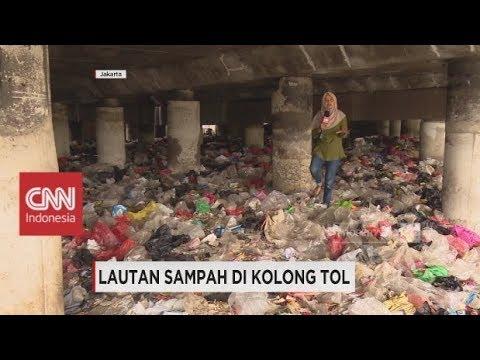 Lautan Sampah di Kolong Tol Tanjug Priok Jakata