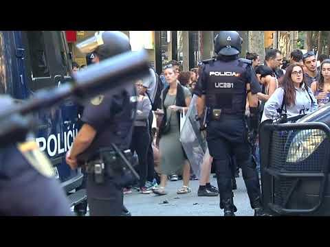 Referendum über Unabhängigkeit: Spanische Polizei kontrolliert katalanische Kollegen