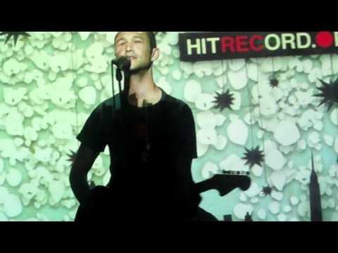 "Joseph Gordon-Levitt singing ""La Valse à Mille Temps"" (SitC)"