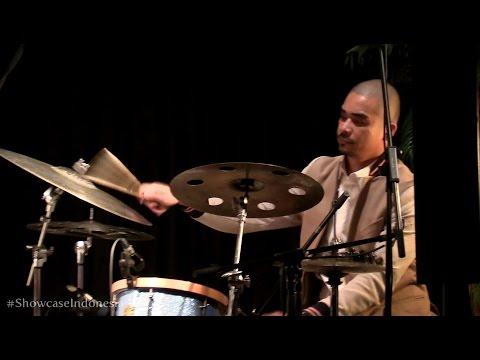 "Sri Hanuraga Trio Ft. Dira Sugandi - Kicir Kicir @ Album Showcase ""Indonesia Vol.1"" [HD]"