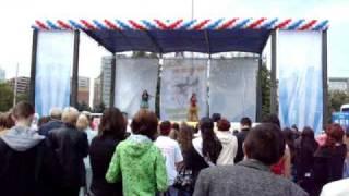 День молодежи в Тюмени - Дуэт электроскрипки(В городе Тюмени прошла концертно-развлекательная программа на День молодежи. Выступление дуэта электроскр..., 2009-07-04T08:45:45.000Z)