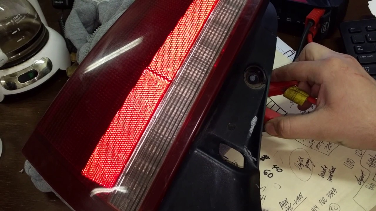 2006 Cadillac Xlr Driver Side Tail Light Benchtest For Sale On Ebay