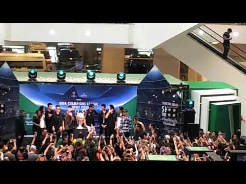 Ronaldinho at Pavilion Mall Kuala Lumpur