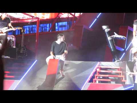 One Direction- Liam singing Cry Me A River and Band Intro- 8/9/14