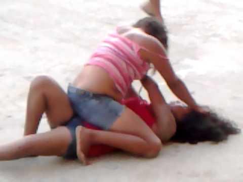 Chicas peleas chica peleando