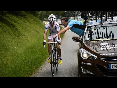 Tour de France 2016: How to Fix a Bicycle From a Moving Car