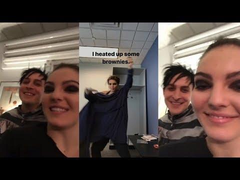 Camren Bicondova  Snapchat Story  20 November 2017 w Robin Lord Taylor