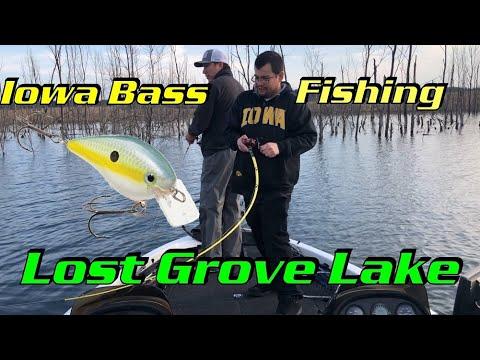 IOWA Bass Fishing | Lost Grove Crankbait Bassin!!