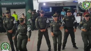 POLICÍAS QUE BAILAN POR LOS NIÑOS EN CÚCUTA