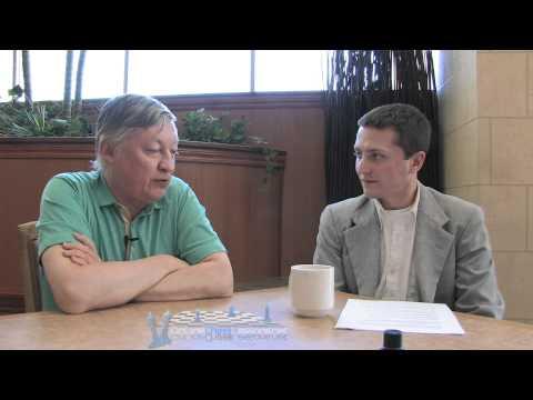 Anatoly Karpov Interview - Presenter: FM William Stewart (Entrevista Ajedrez)