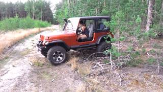 Hot Girl Jeep Wrangler YJ 4X4
