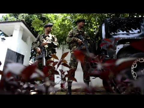 Sri Lankan soldiers stand guard at Rajapakse's residence