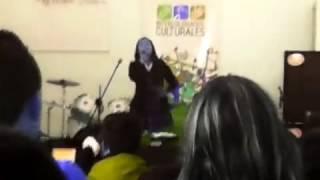 Manuela Arbelaez canta en los ínter colegiados