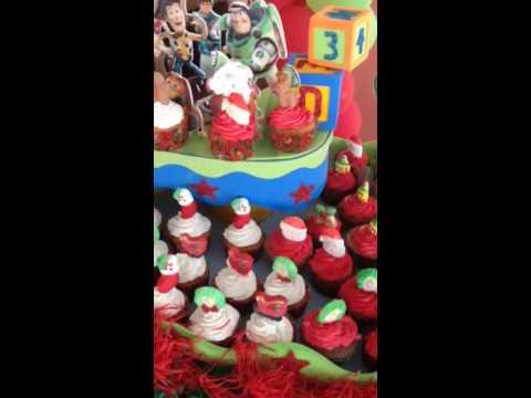 Decoraci n mesa de dulces fiesta navide a youtube - Decoracion fiesta navidena ...